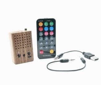 Миниатюрный деревянный динамик-плеер с FM-радио