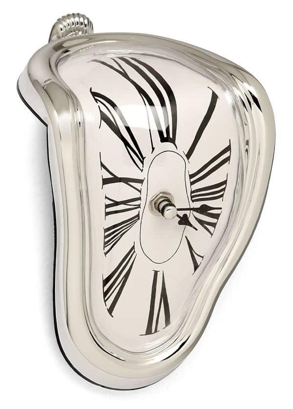 Тающие Часы