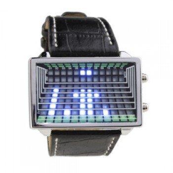 Электронные часы с кожаным ремешком