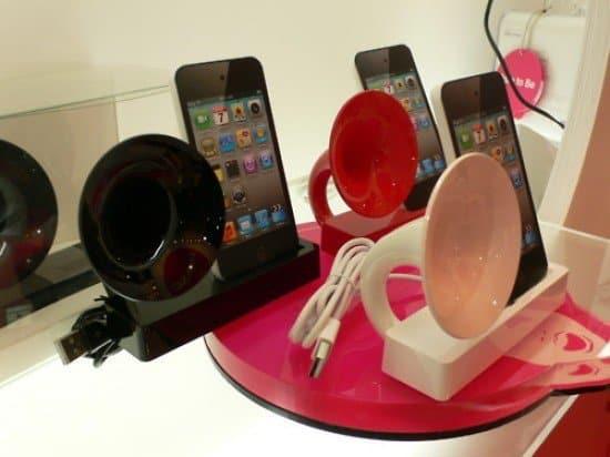 Док для зарядки и динамик для iPhone в форме граммофона от Ozaki