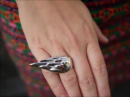 Крылья на пальцах