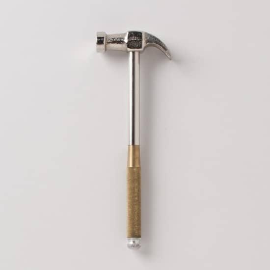 Многофункциональный молоток с четырьмя дополнительными инструментами