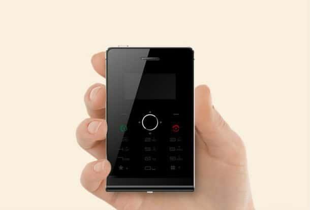 Миниатюрный мобильник-дистанционка размером с визитку SOYES H1