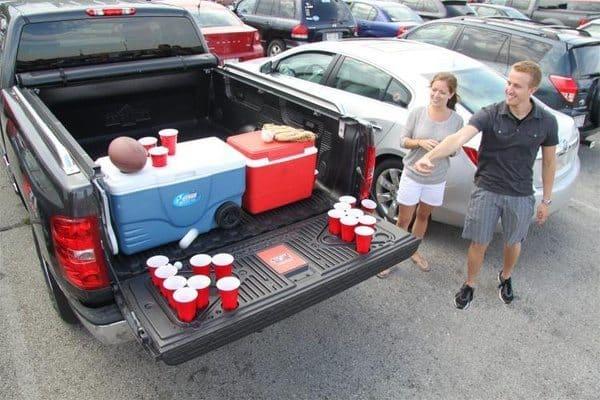 Панель для багажника с подставками для стаканов