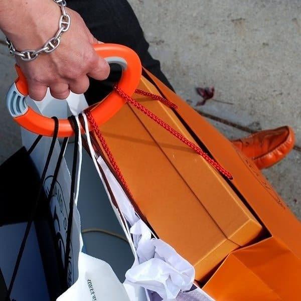 Пластиковая ручка для переноски множества пакетов