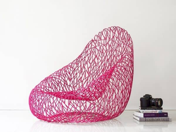 Плетёное из металлических прутьев кресло Uovo Sdraiato