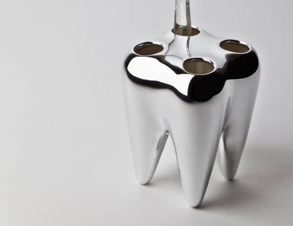 Фарфоровый держатель для зубных щёток в виде зуба