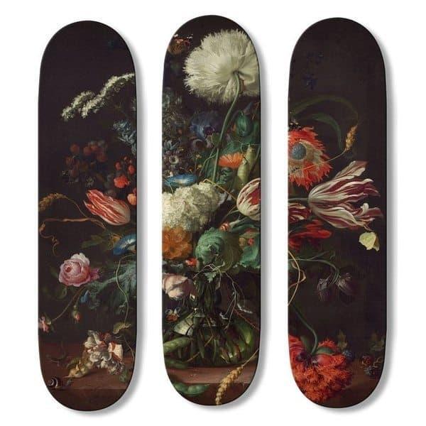Триптих из скейтбордов с цветочным натюрмортом