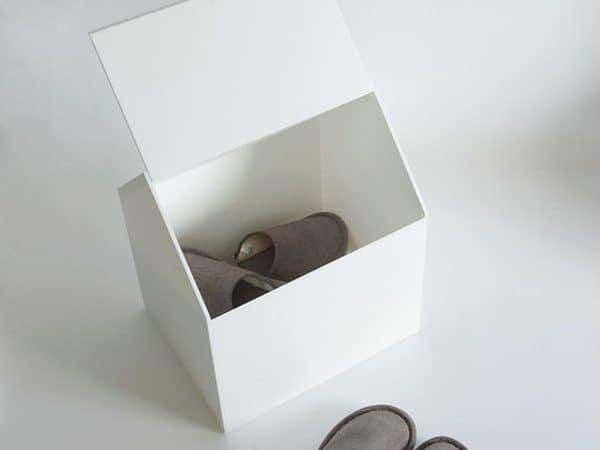 Ящик для хранения вещей в виде домика