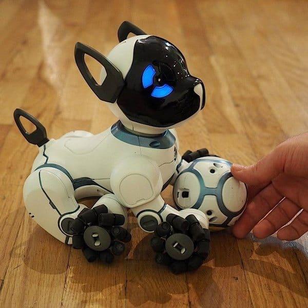 Робот-собака WowWee CHiP