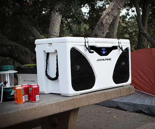 Умный переносной кулер для пикников Alpine ICE In-Cooler Entertainment PWD-CB1