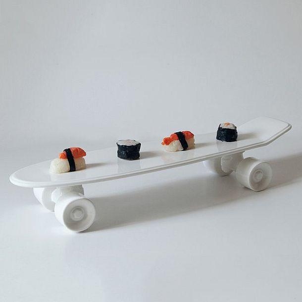 Фарфоровый поднос в форме скейтборда