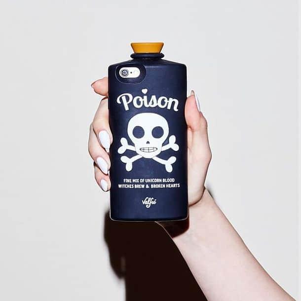 Чехол для iPhone 6 и 6S в форме флакона с ядовитым зельем Poison от бренда Valfre