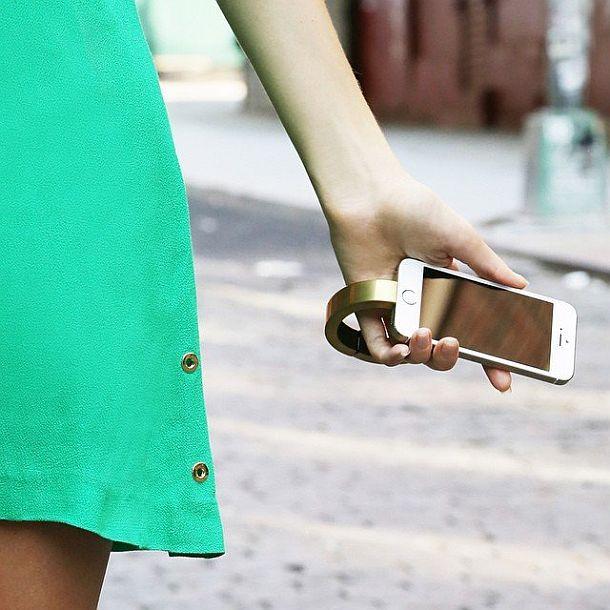 Зарядочный браслет для айфонов QBracelet
