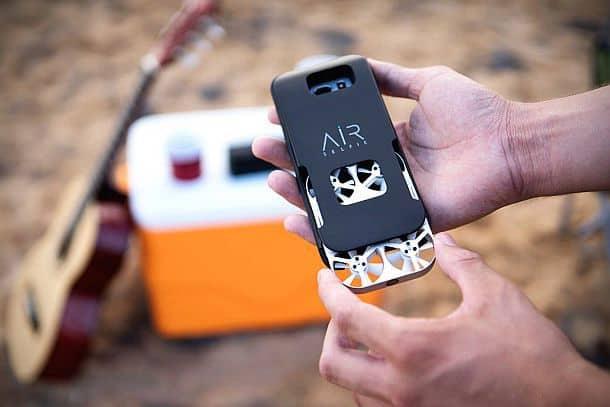 Портативный дрон для селфи AirSelfie