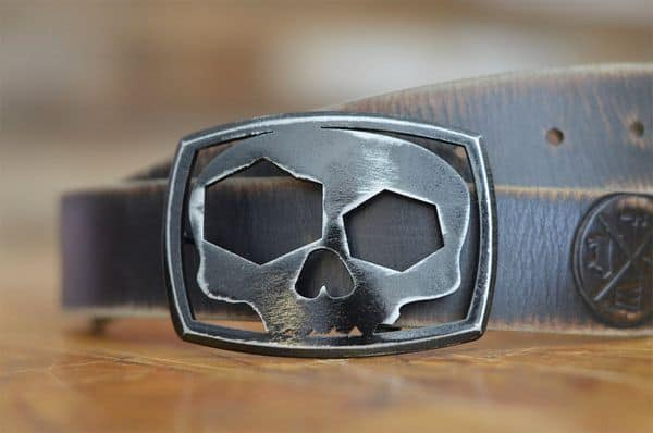 Авторская пряжка-открывалка в виде черепа