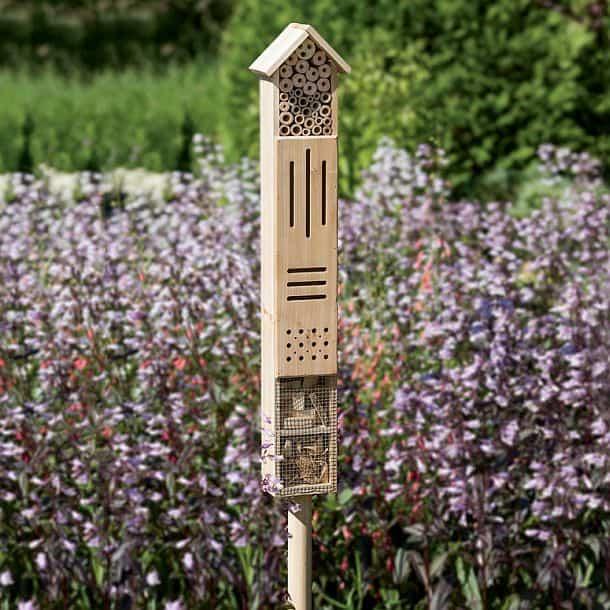 Деревянный домик для полезных насекомых