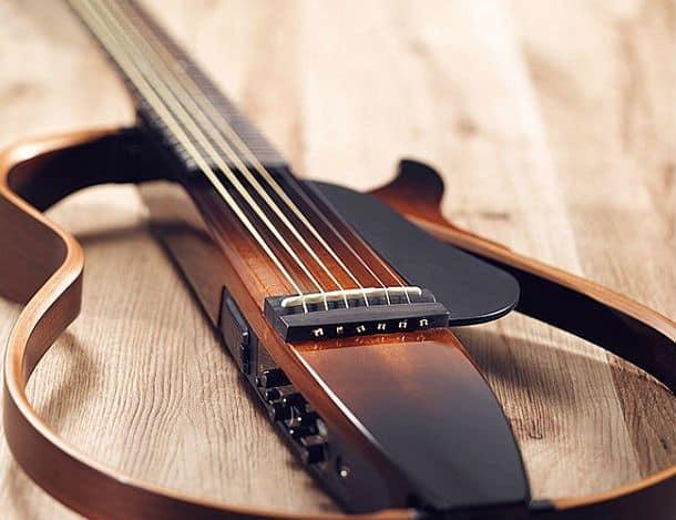 Тихая шестиструнная гитара Yamaha