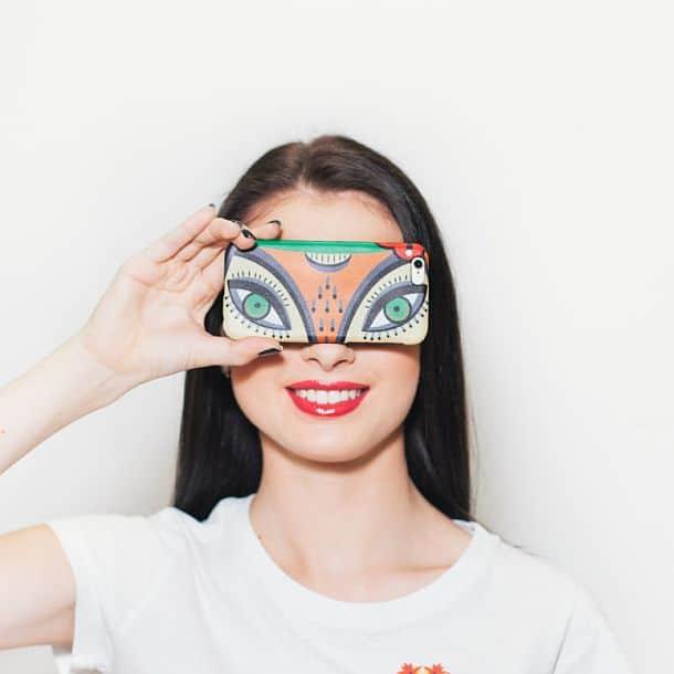 Чехол для айфона с изображением лисьих глаз
