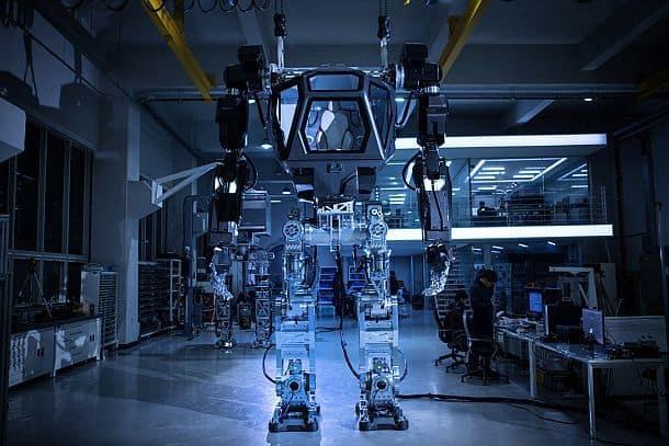 Шагающий пилотируемый робот-костюм Method-2