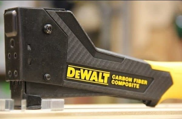 Молотковый степлер из углеволокна DeWalt