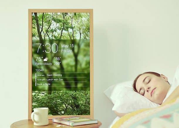 «Живое» цифровое окно в настенной рамке