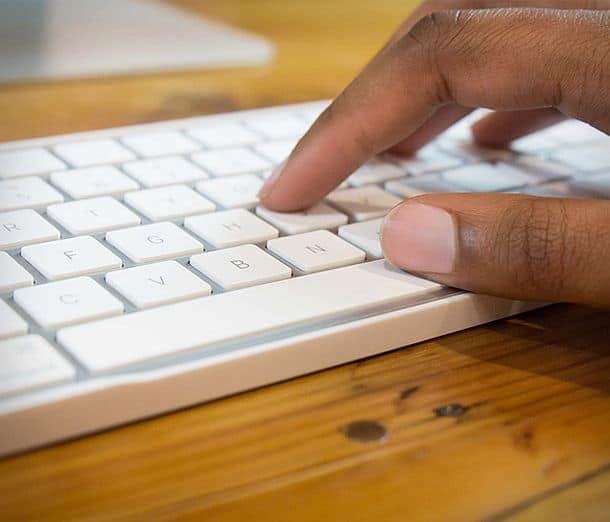 Каркас MagicBridge для объединения беспроводной клавиатуры Magic и трекпада в одно устройство