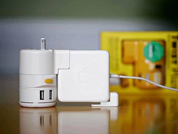 Универсальный адаптер для зарядных устройств Twist Plus+
