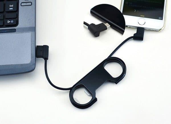 Брелок с открывалкой и зарядным кабелем CharmTek