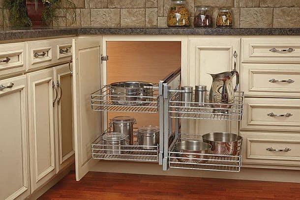 Складная система для кухонного углового шкафа от компании Rev-a-Shelf