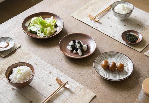 Керамические тарелки в японском стиле