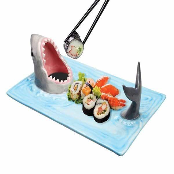 Поднос для суши в виде зубастой акулы