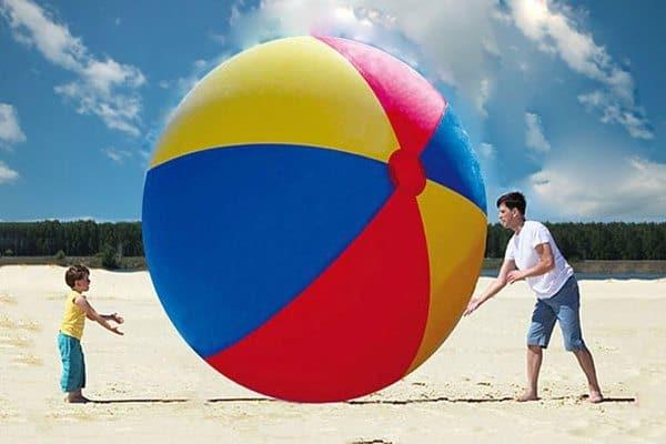 Гигантский пляжный мячик