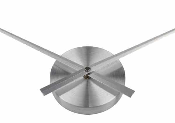 Аскетичные настенные часы без циферблата