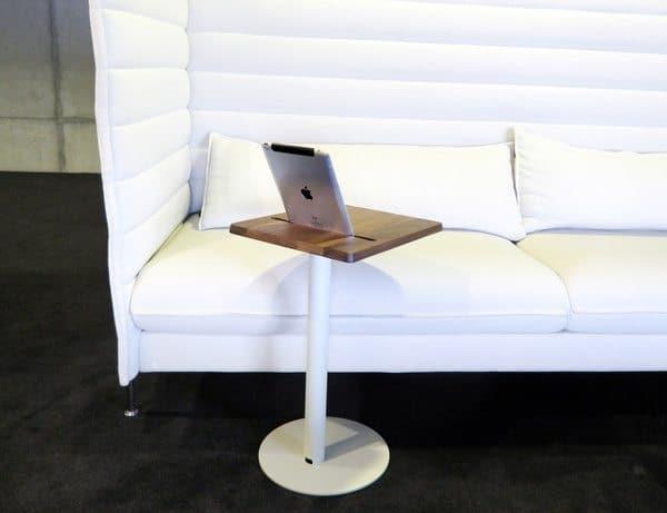 Приставной столик с док-станцией для iPad