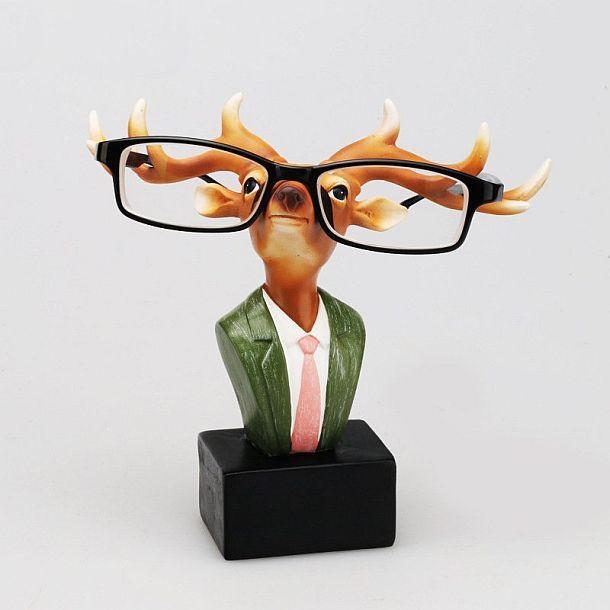 Держатель для очков в виде скульптурки оленя