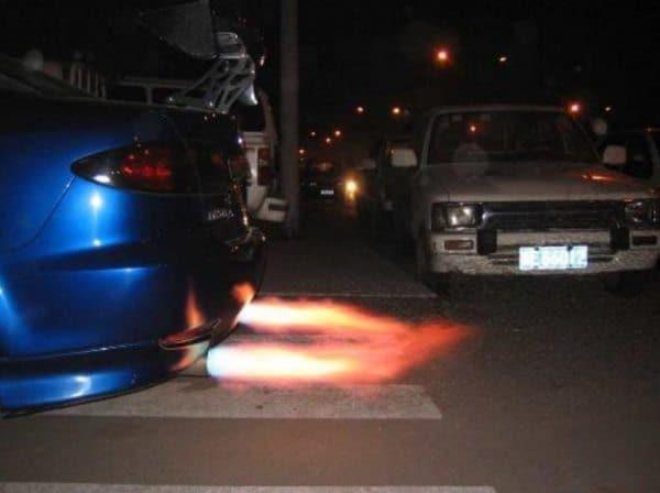 Устройство для создания эффекта огненного выхлопа