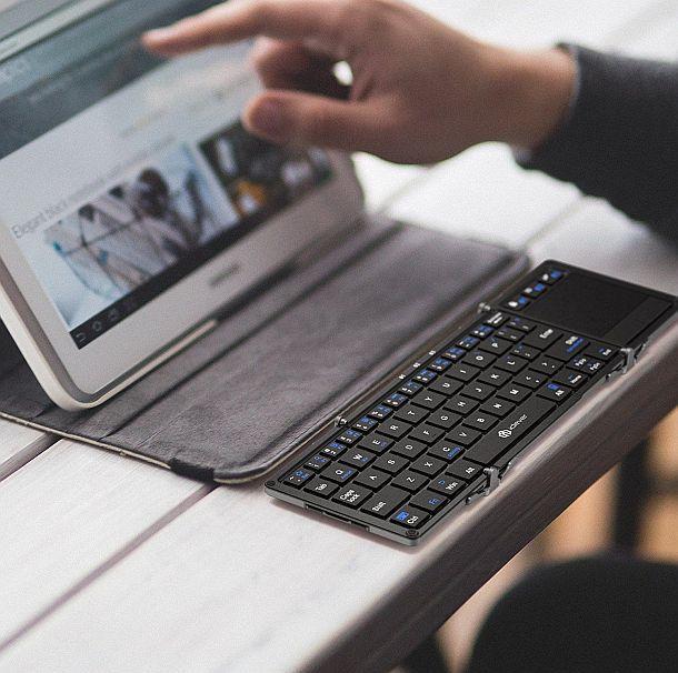 Беспроводная компактная клавиатура iClever Tri-Folding