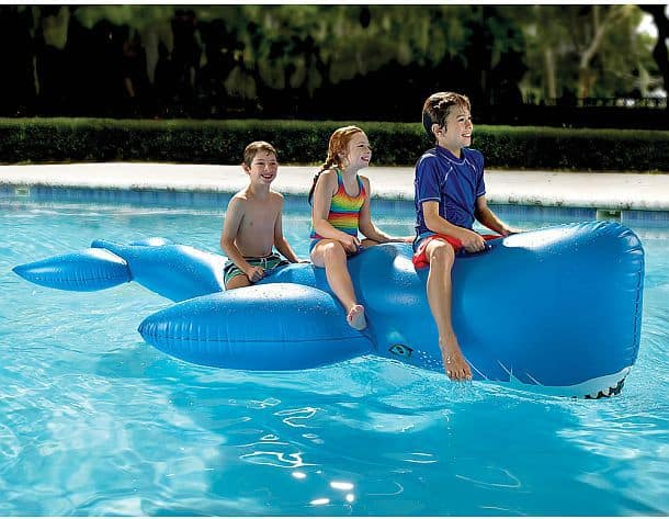 Гигантский надувной синий кит для плавания в бассейнах