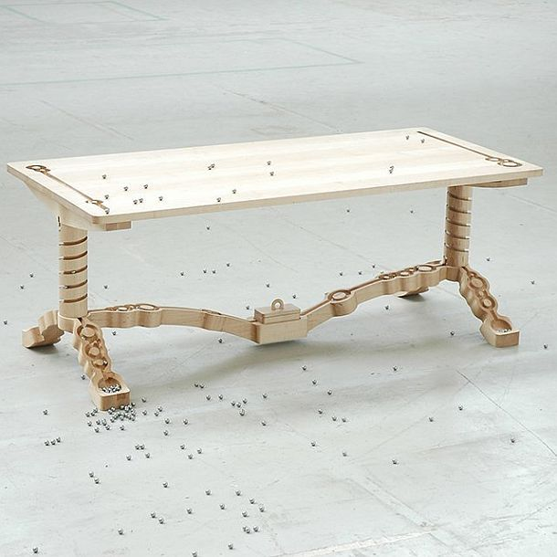 Занимательный обеденный стол Marbelous