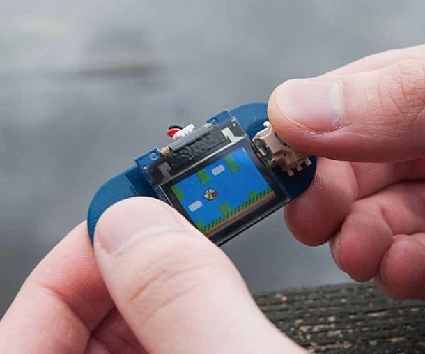 Миниатюрная игровая консоль-конструктор TinyScreen