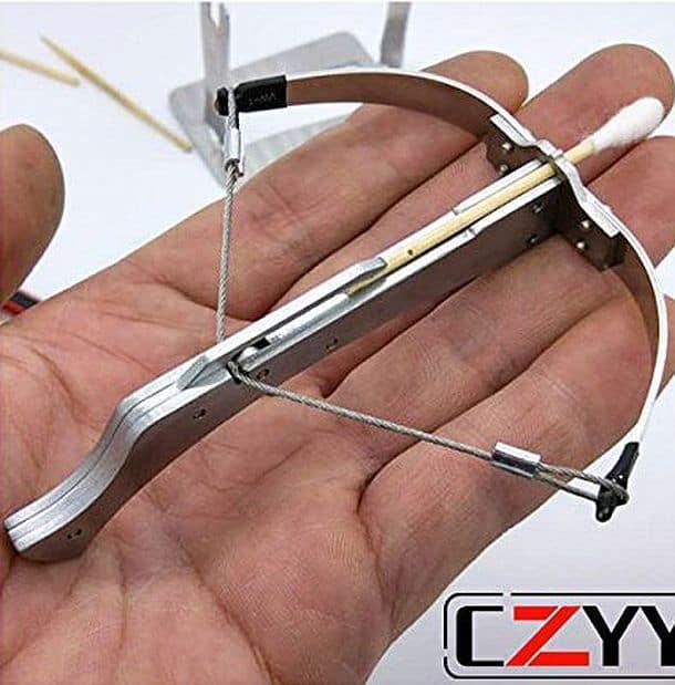 Мини-арбалет для стрельбы зубочистками CZYY