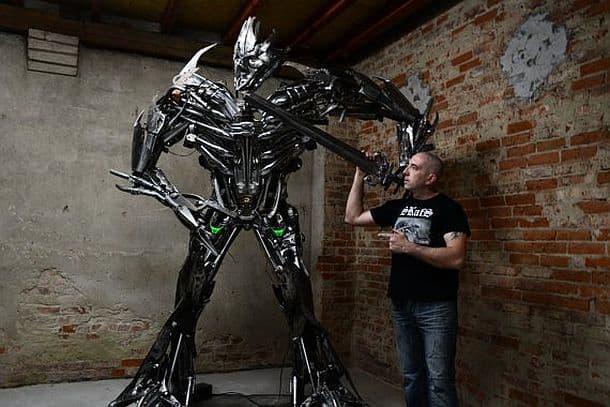Огромный робот из утилизированных запчастей
