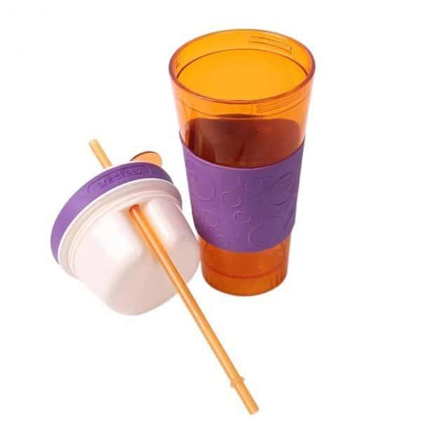 Пластиковый стакан с крышкой-тарелкой и соломкой