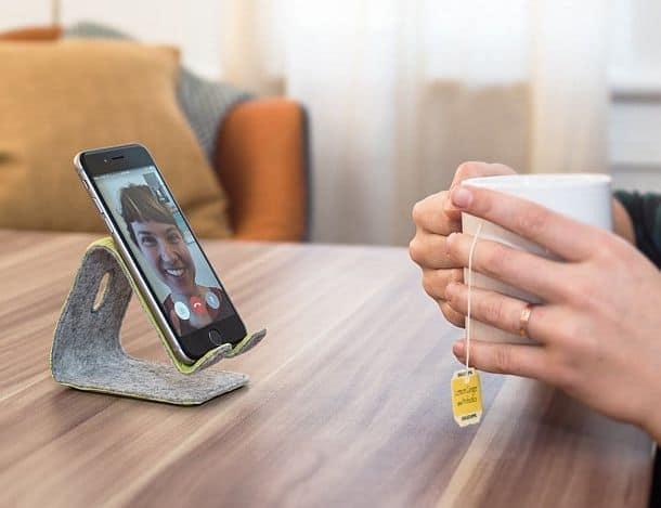 Гибкая кожаная подставка для смартфона
