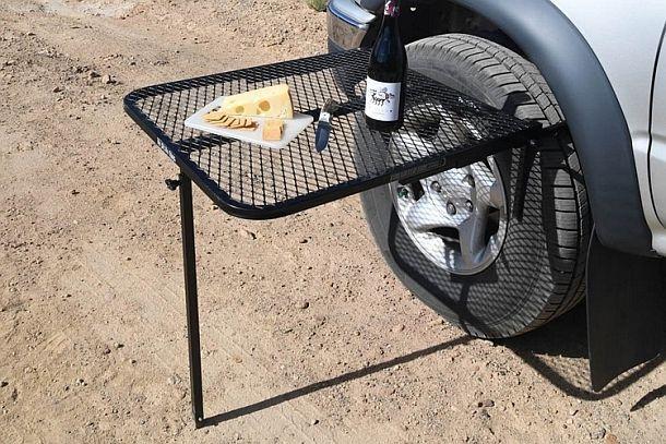 Складной стол TailGater, крепящийся к автомобильному колесу