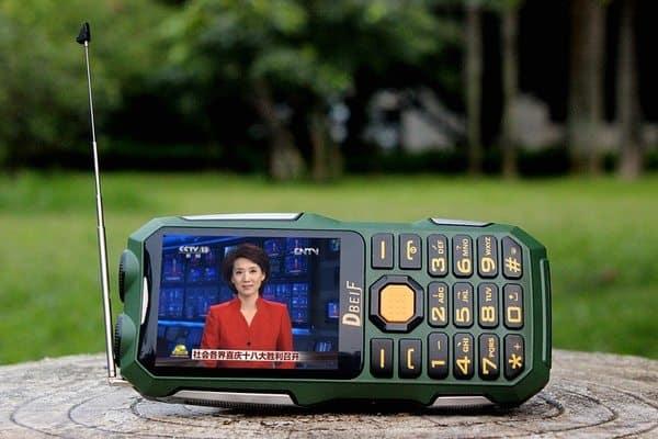 Мобильный телефон с функцией приёма аналогового телевидения