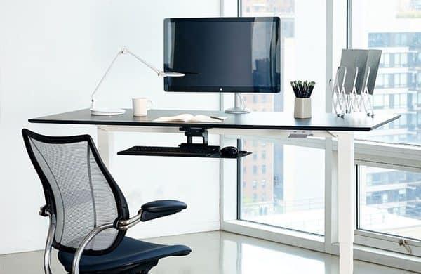 Стол с площадкой для клавиатуры Humanscale