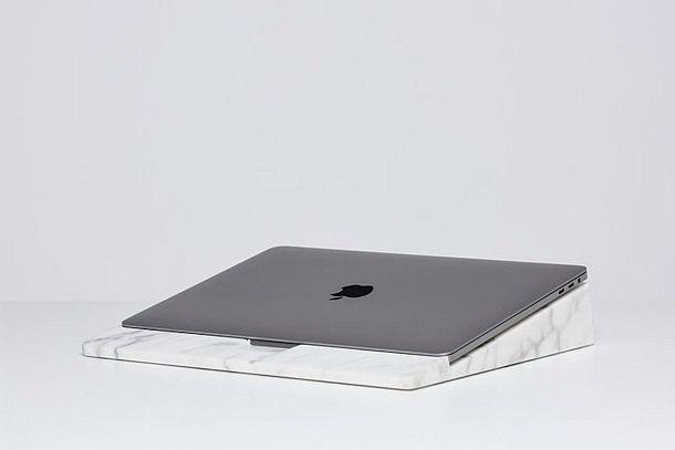Мраморная подставка для ноутбука de Dolomieu