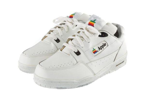 Винтажные кроссовки от Apple